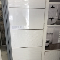 Fényes fehér felületű csempe