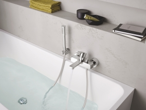 Grohe Lineare egykaros kádtöltő- és zuhanycsap fix falitartós zuhany garnitúrával komplett